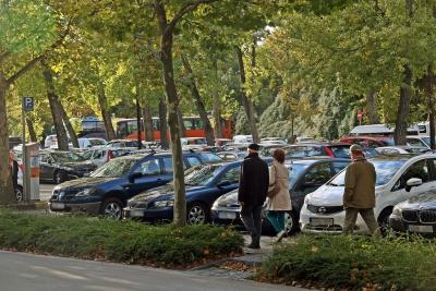 Mélygarázs és parkosítás