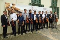 Hegedűvel versenyeztek