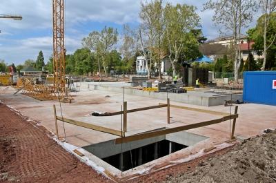 A nyárra kész a mélygarázs - Felszínén parkot létesítenek